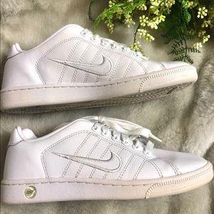 Nike BRS Women's 7.5 white tennis shoe